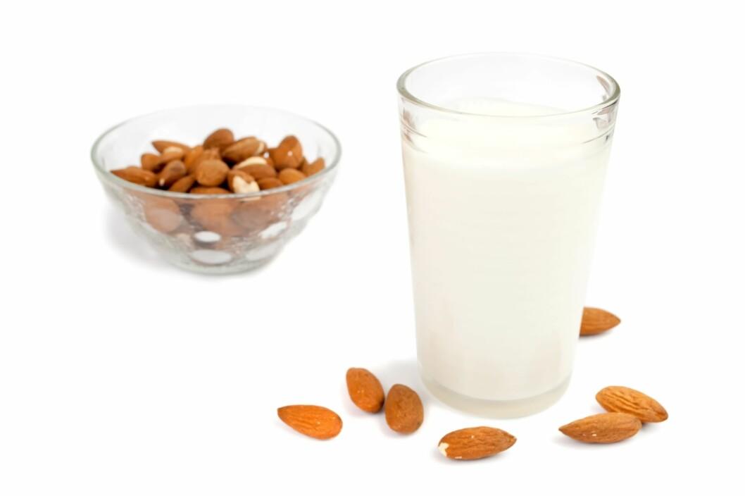 <strong>MANDELMELK ER SUNNEST:</strong> Men soyamelk fortjener også et sunnhetsstempel, da det er bra for dine indre organer. Foto: PantherMedia / Zoran Zivkovic