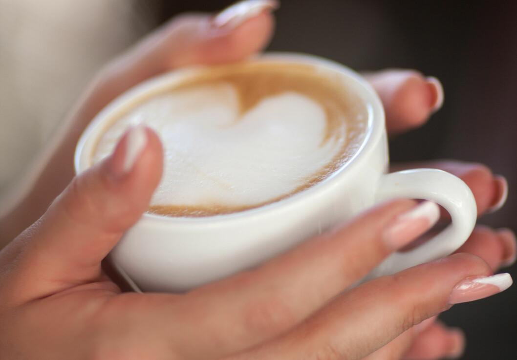 KAFFE: Det er mange grunner til å ta en kopp kaffe. De nyeste funnene tyder på at det kan redusere risikoen for leverkreft.  Foto: armina - Fotolia