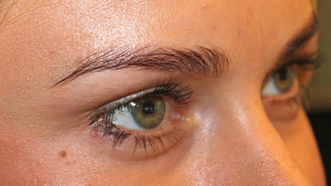 ØYEBRYN: Visste du at øyebrynene dine kan avgjøre om du ser yngre eller eldre ut? Derfor lønner det seg å nappe og farge dem riktig? Foto: KK