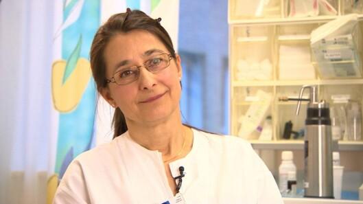 <strong>SOL MED MÅTE:</strong> – Vi trenger sol for å bygge opp vitamin D, men vi må ta hensyn til hudtypen vår, sier Ingrid Roscher, overlege ved Universitetssykehuset i Oslo.   Foto: NRK