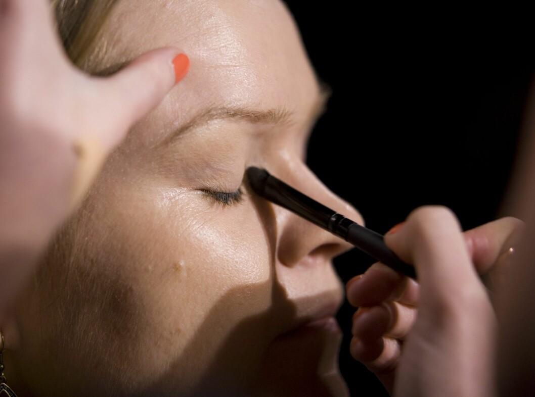 Pass på indre øyekrok. Her har mange av oss mørkere hud som trenger litt ekstra hjelp. Foto: Per Ervland