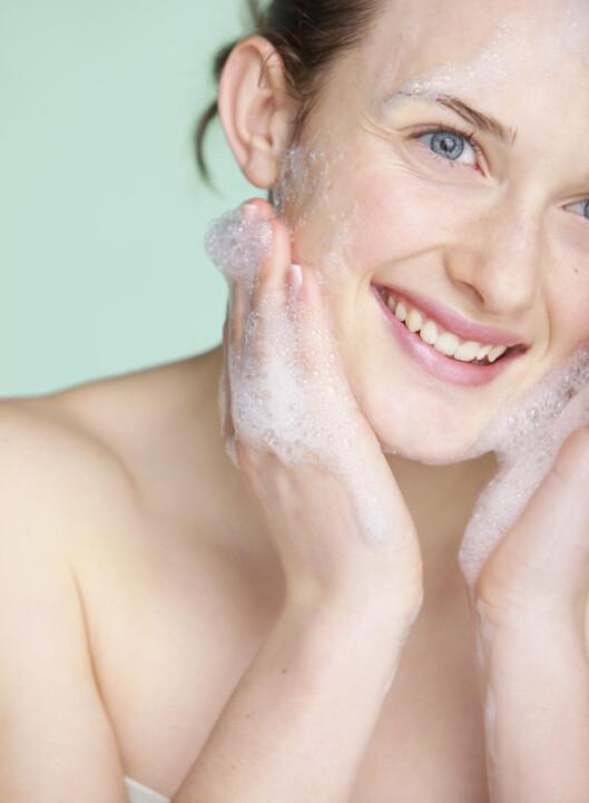 <strong>RENS OG EKSFOLIER:</strong> Det kan være lurt å både rense og eventuelt eksfoliere huden godt etter trening.  Foto: (c) Jutta Klee/ableimages/Corbis/All Over Press