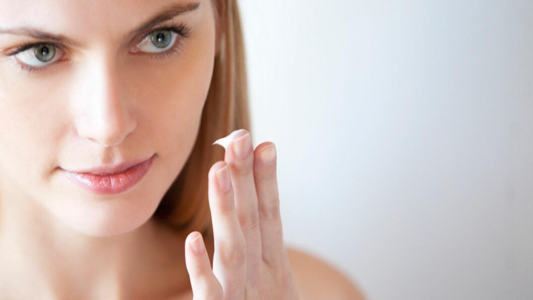 VELG RIKTIG: Hudtypen din bør styre valget av ansiktskrem, men det er også viktig å ta hensyn til hvilken tilstand huden din til enhver tid har. Dette kan for eksempel variere veldig mellom sommer og vinter, så bytt gjerne fuktighetskrem når hudtilstanden endrer seg.  Foto: MARKA  / Alamy/All Over Press