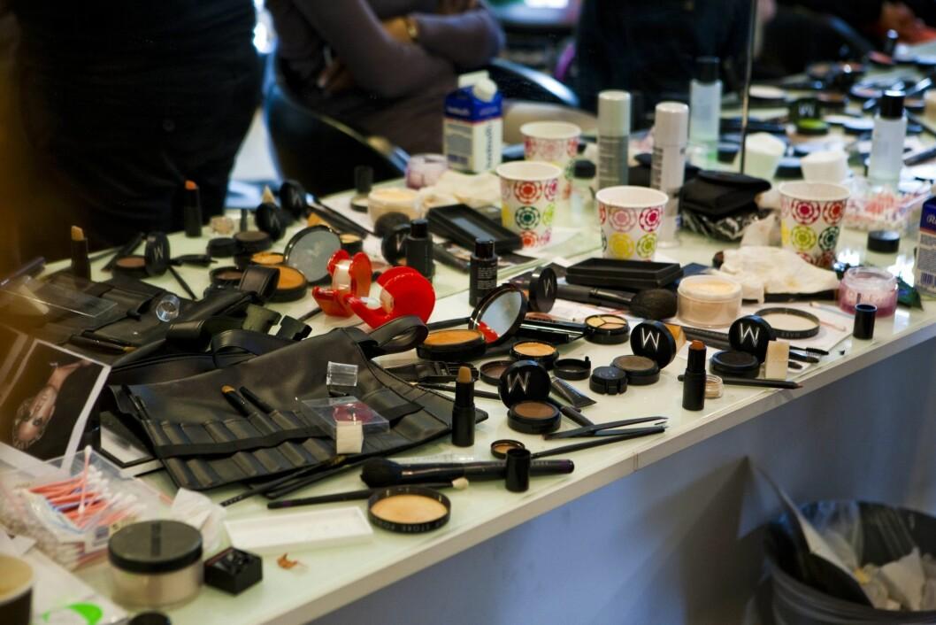 HYGIENE: Sørg for å kaste gammel sminke og holde resten rent. Rydd gjerne i samlingen minst et par ganger i året. Foto: Per Ervland