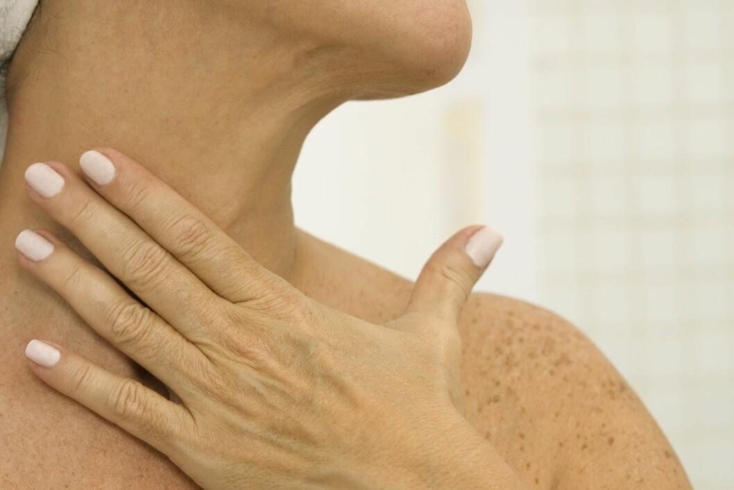 TØRR HUD? Er du en av dem som opplever at huden blir tørrere nå om vinteren, bør du senke temperaturen på vannet når du dusjer og vasker ansiktet.  Foto: Thinkstock
