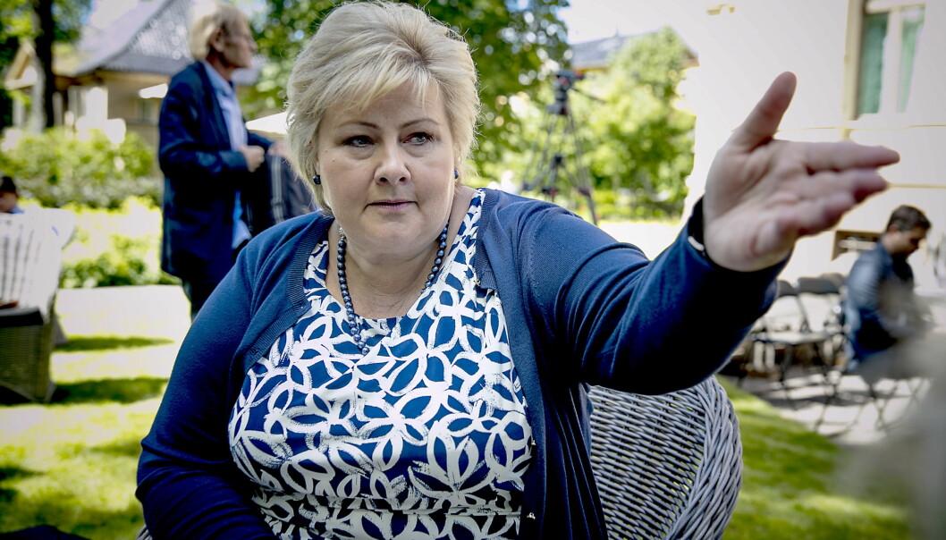Slakter Erna Solbergs Kina-taushet: - Feigt
