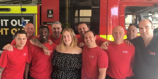 image: Adele overrasket nok en gang etter London-brannen: - Hun dukket opp på stasjonen