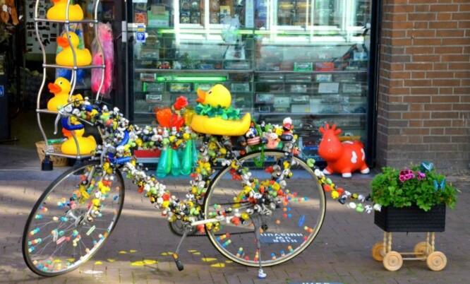 SYKKELBY: Amsterdam er en ideell by å oppleve fra sykkel, både for små og store. Den er helt flat og godt tilpasset en opplevelsesreise på to hjul.