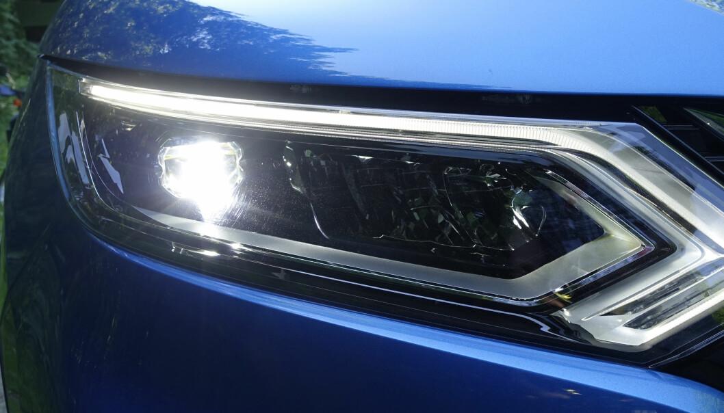 <strong>LED:</strong> Her har du Nissans nye lyktesignatur. Foto: Rune M. Nesheim