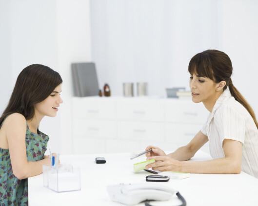 SPØR IVEI: Blir du utrygg av det gynekologen sier, så ta kontakt og still spørsmål. Hun er der for å hjelpe deg. Foto: Eric Audras / Altopress