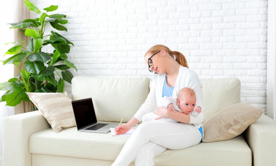 MINDRE FLEKSIBEL MED BABY: Det meste av det du foretar deg, er med utgangspunkt babyens behov. Man blir mindre spontan og mindre fleksibel. Da er det naturlig å føle seg ensom. Foto: Shutterstock / Evgeny Atamanenko