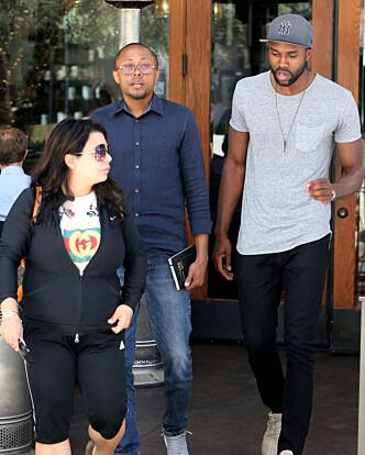 I LA: DeMario Jackson og advokaten Walter Mosley ble i forrige uke observert utenfor en restaurant sammen. Foto: NTB Scanpix
