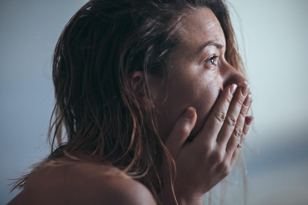 FOR HØYE KRAV: Setter du alt for høye krav til deg selv er det fort gjort å føle at du ikke strekker til, og det er ingen god følelse. Foto: Shutterstock / Marjan Apostolovic
