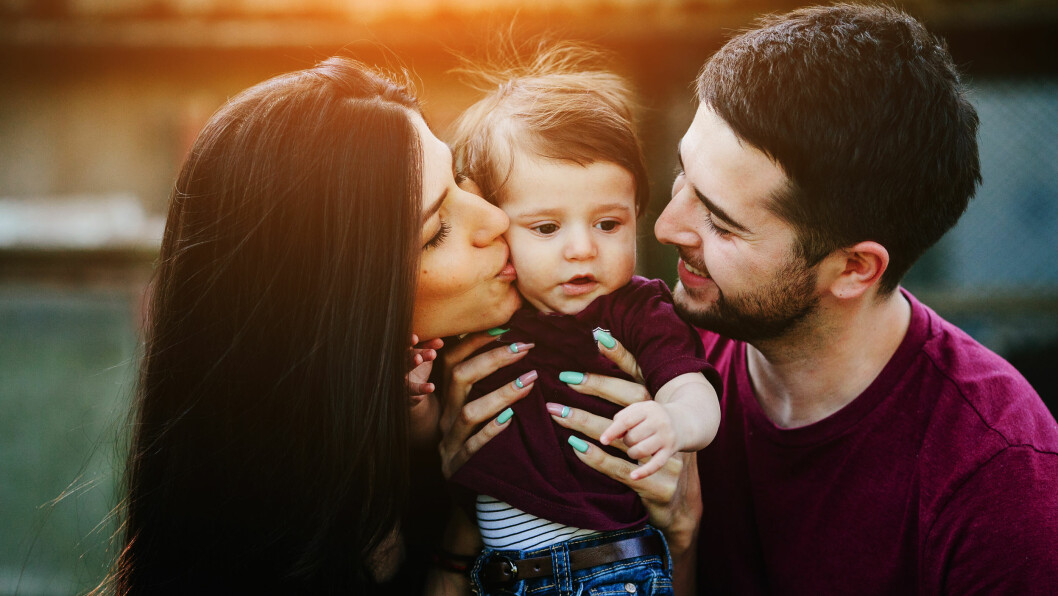 GLEMMER Å VÆRE KJÆRESTER: Mange småbarnsforeldre går i den fellen at de glemmer å være kjærester.  Foto: Shutterstock / Hrecheniuk Oleksii