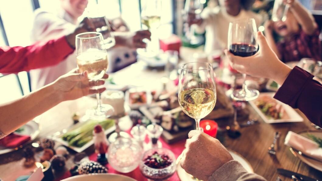 GÅ OPP I VEKT I JULA: Ifølge eksperten er det mulig å komme seg gjennom jula uten å gå opp i vekt - så lenge du passer på hvor mye du spiser.  Foto: Shutterstock / Rawpixel.com