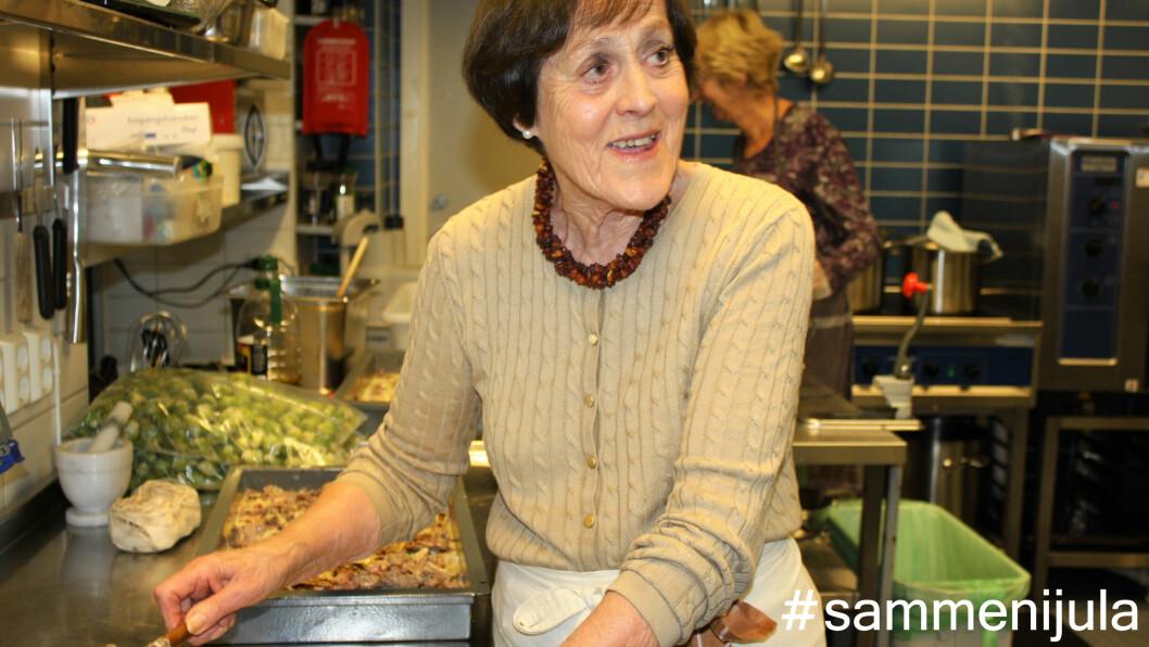 FRIVILLIG: Den spreke 85-åringen har vært frivillig på Møtestedet i seks år, og i år skal hun også stå for julemiddagen på lillejuleaften. Foto: Stine Helén Tunstrøm