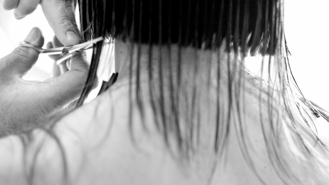 SKEIS HOS FRISØREN: Misfornøyd etter at frisørtimen ikke gikk helt som den skulle? Frisørene og Forbrukerrådet svarer på hva du har krav på dersom det skulle skje. Foto: Plainpicture
