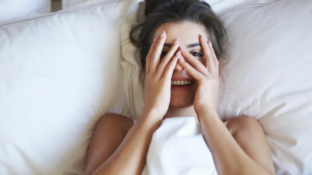 SEXDRØM: Flau, sjokkert og skyldig - merkelige sexdrømmer er heldigvis veldig vanlig. Foto: Shutterstock / gpointstudio