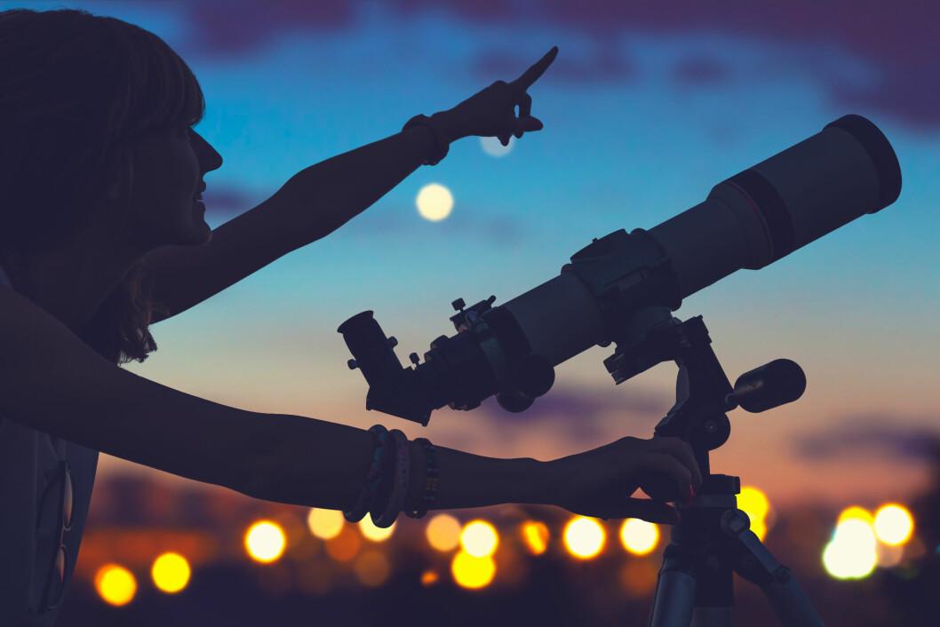 SE MOT STJERNENE: Det er mye man kan lære om hverandre ved å studere horoskop og stjernetegn. Foto: NTB Scanpix