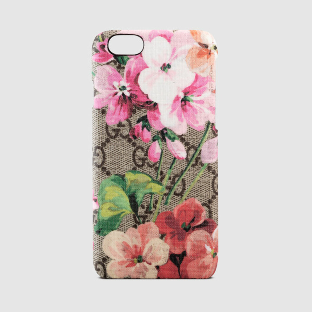 <strong>iPhone-case fra Gucci   kr 2224   https:</strong>//www.gucci.com/us/en/pr/women/womens-accessories/womens-small-accessories-tech/womens-technology/gg-blooms-iphone-6-case-p-417894KU2008919?gclid=Cj0KEQjw7Ne_BRDRmP2ojKfzv98BEiQAPuqPyfIcHps1MzpV951Zo3GMax2s8NonZxqR4r6eeJ_fPxEaAkhX8P8HAQ