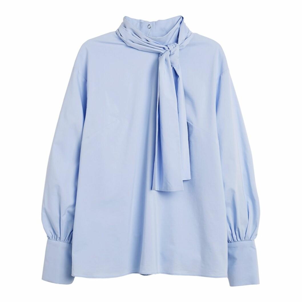 Topp fra Lindex | kr 399 | http://www.lindex.com/no/dame/overdeler/bluser-skjorter/7535378/Bluse-med-sloeyfe/?styleId=98039928