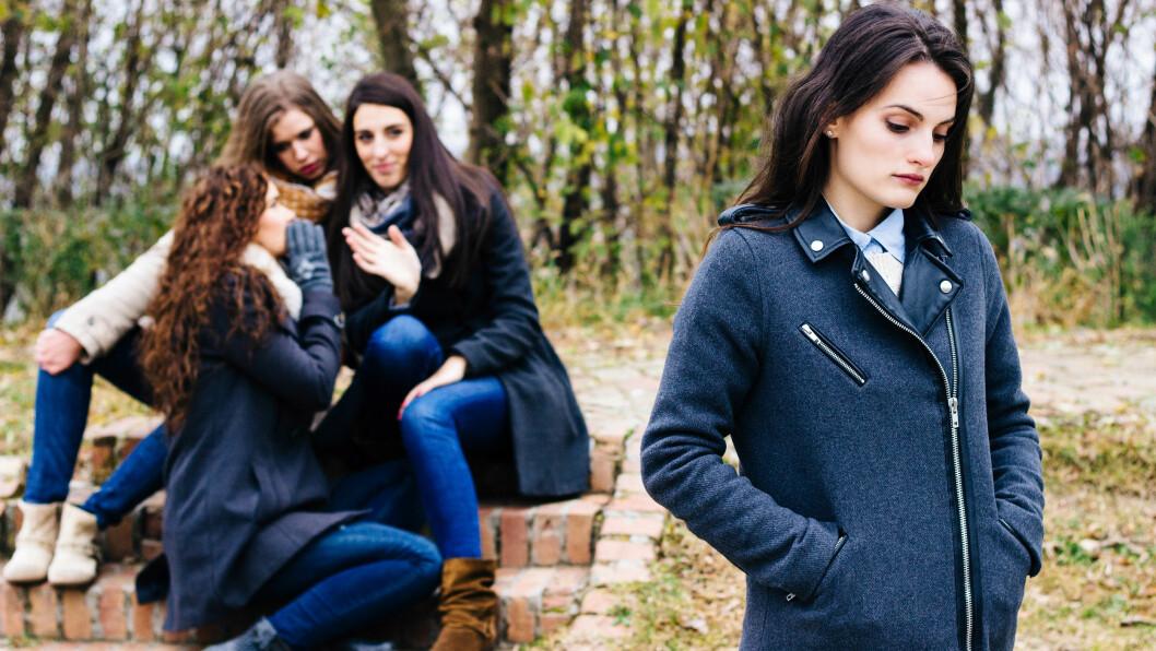 BAKSNAKKING: Hvorfor er det egentlig slik at vi kvinner baksnakker hverandre oftere enn menn? Burde vi ikke heller gjøre motsatt - snakke pent om hverandre? Foto: Shutterstock / sanjagrujic