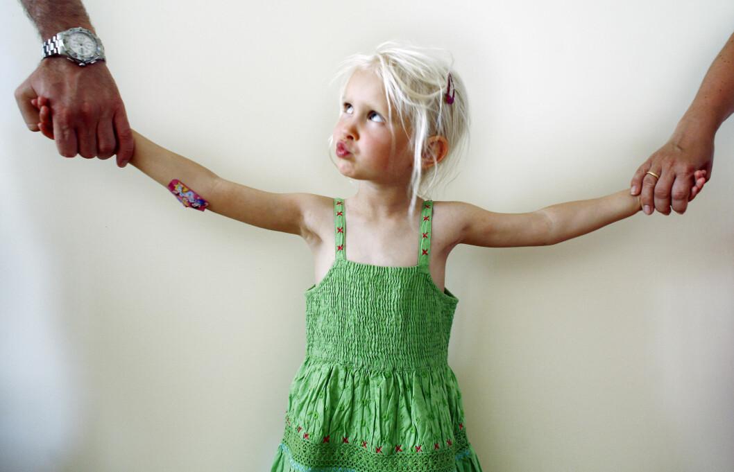 BARNEOPPDRAGELSE: Vær raus og la barna ta del i begges livssyn, mener eksperten.  Foto: NTB scanpix
