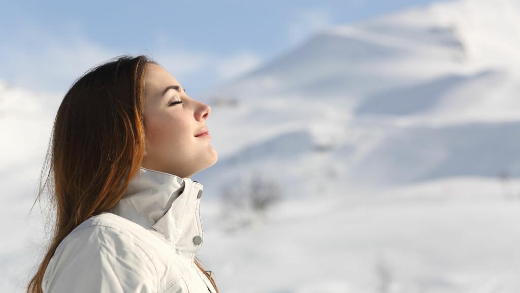 TRENE UTENDØRS: Vinteren er en fantastisk tid å trene ute på! Nederst i saken finner du klærne som passer perfekt til utetreningen. Foto: Shutterstock / Antonio Guillem