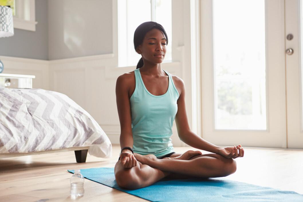 EFFEKTIVT:  Yoga kan bidra til at du blir litt bedre kjent med deg selv. Da kan du bedre gjenkjenne når ting begynner å bli vanskelig, sier ekspert.  Foto: Shutterstock / Monkey Business Images