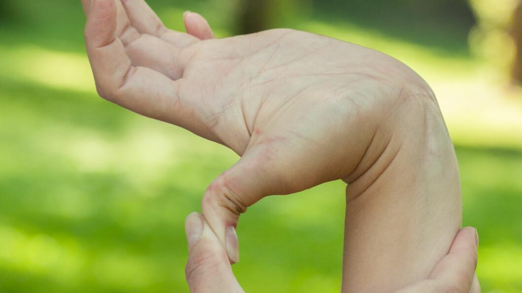 OVERBEVEGELIGE LEDD: EDS gir overbevegelige ledd, som kan føre til smerter.  Foto: Shutterstock / Mitskevich Uladzimir