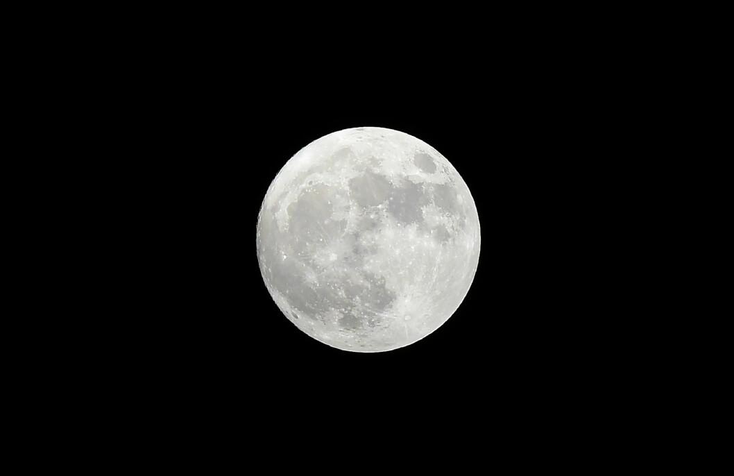 <strong>SUPERMÅNE:</strong> Ikke siden 1948 har månen vært så nærme jorda som den var i november 2016.  Foto: Afp