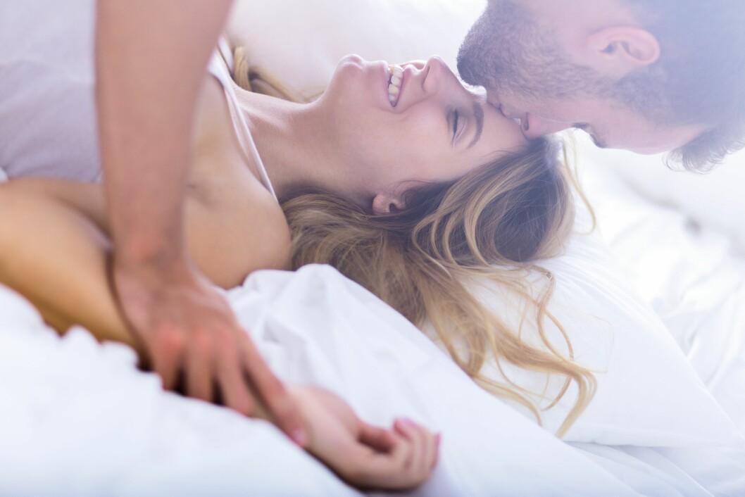 SAMLEIE OG HIV: Ifølge ekspertene kan man fint ha sex med hiv-positiv uten å bli smittet! Foto: Shutterstock / Photographee.eu