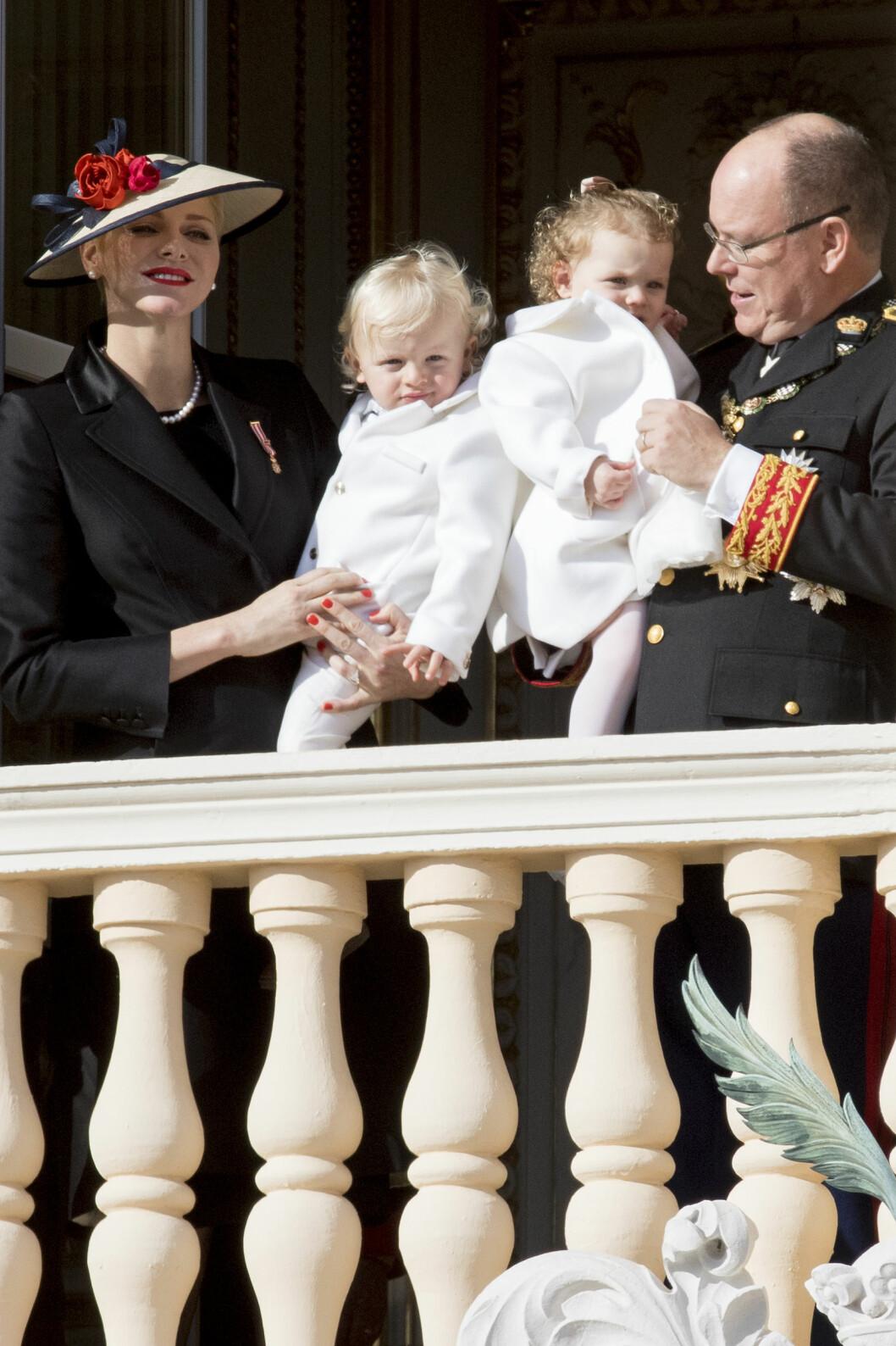 FYRSTEPARET: Albert og Charlene med tvillingbarna Jacques og Gabriella. Foto: NTB Scanpix