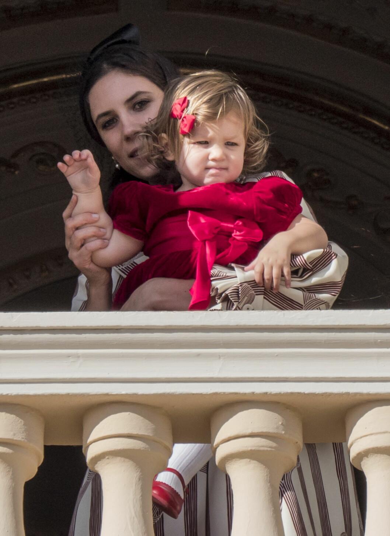 VINKET TIL FOLKET: Tatiana Santo Domingo med datteren India Casiraghi.  Foto: NTB Scanpix