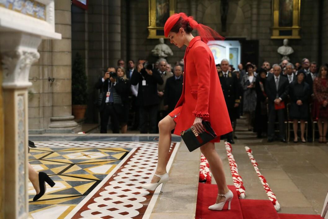 MOTEPRINSESSEN: Charlotte Casiraghi stilte i Gucci fra topp til tå da hun feiret Monacos nasjonaldag. Her på vei inn til gudstjeneste i Saint Nicholas-katedralen. Foto: NTB Scanpix