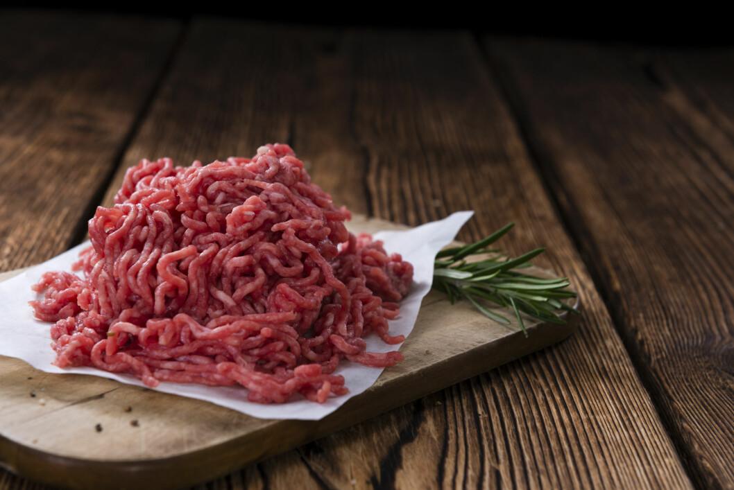 KJØTTDEIG: Ekspertene anbefaler å kjøpe kvernet kjøtt hos slakteren for renest mulig vare.  Foto: Shutterstock / HandmadePictures
