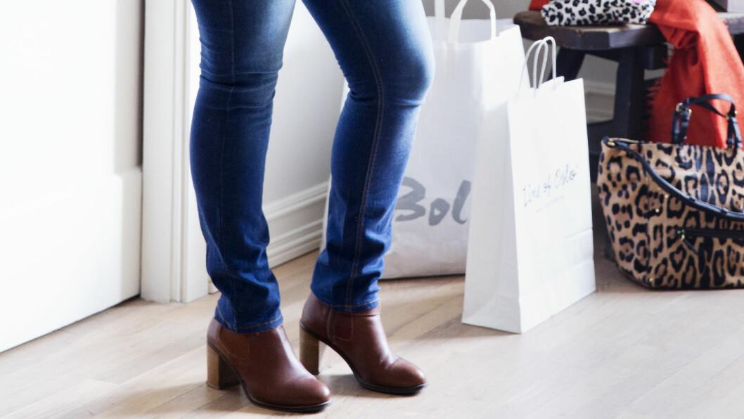 JEANSTABBEN SOM GIR KORTERE BEIN: For å få jeans og ankelboots til å fungere fint sammen, bør du unngå tighte jeans som er så lange at de krøller seg over støvleskaftet. Foto: Yvonne Wilhelmsen