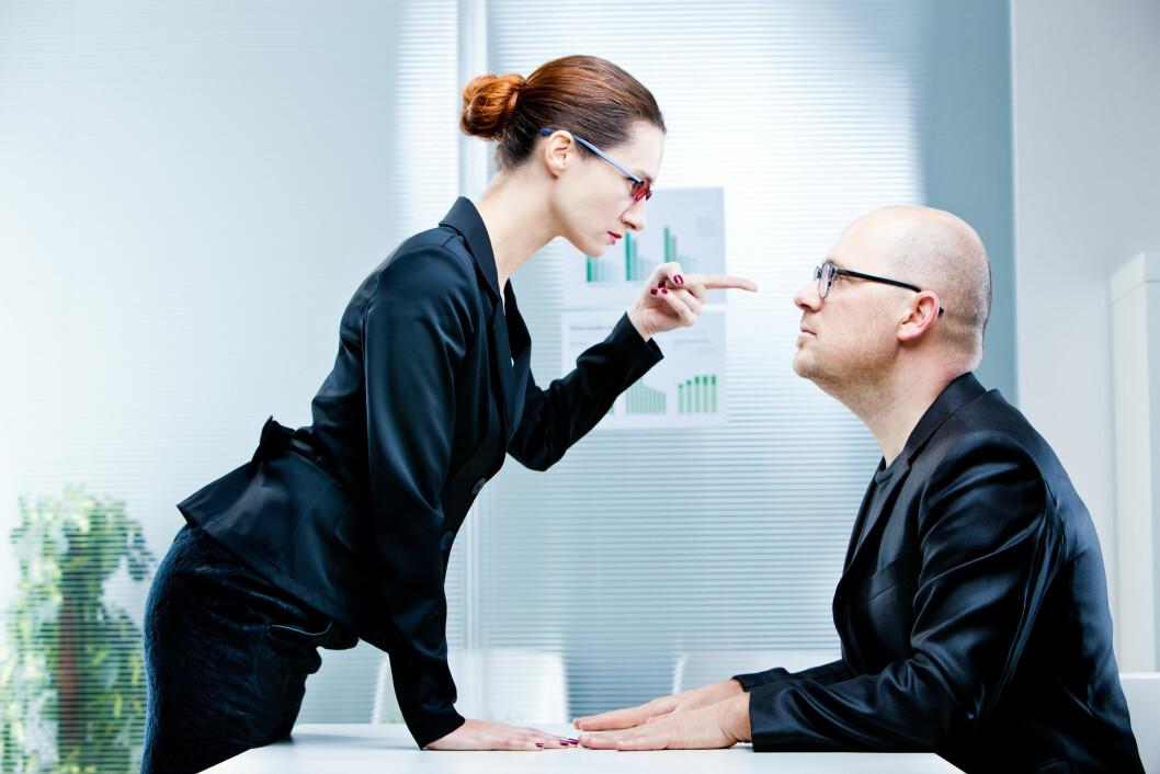 MAKTKAMP: Selv om det kan være flere faktorer som spiller inn, tror ekspertene at makt og posisjonering kan være en av årsakene til kvinnefiendtlig oppførsel. Foto: Shutterstock / Giulio_Fornasar