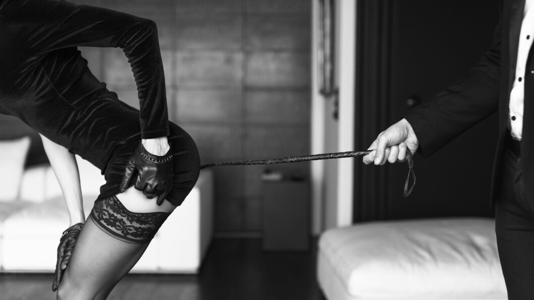 BDSM-FORHOLD:  Det å være i et BDSM-forhold går ut på at den ene er dominant og den andre er underkasteten.  Foto: Shutterstock / sakkmesterke