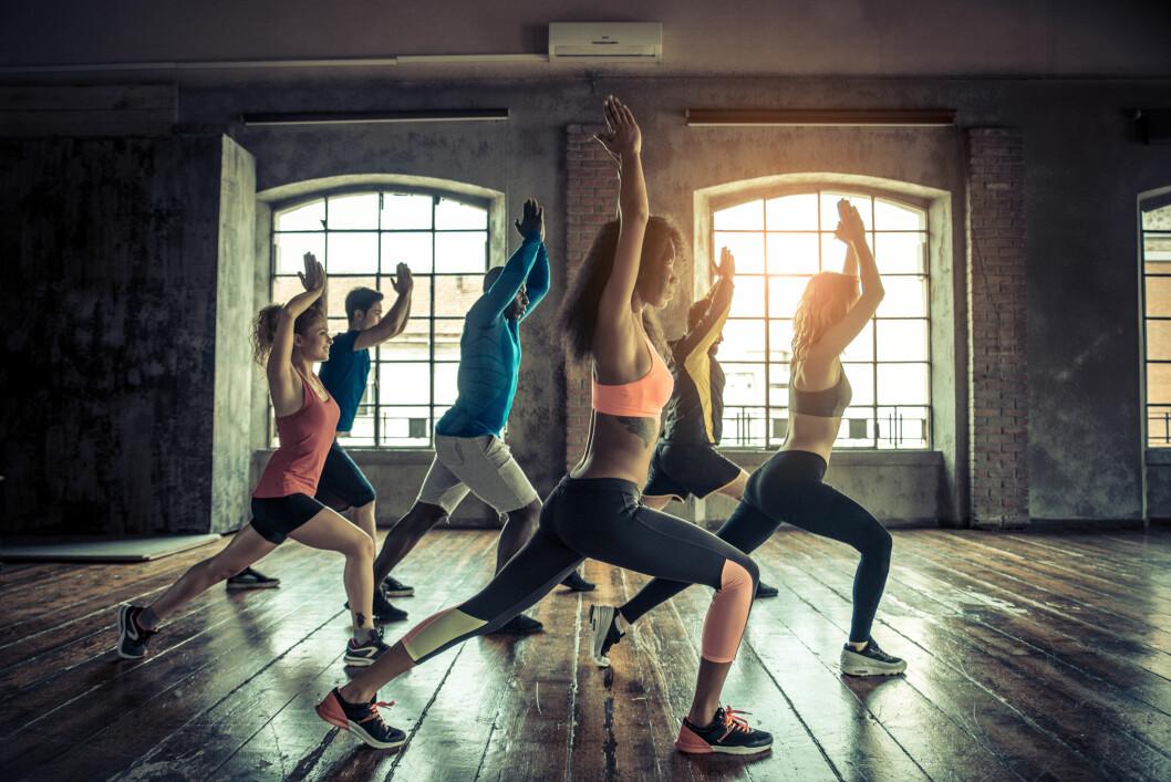 BRUK VILJEN: Ifølge mental trener Stein Kvalheim er det viktig å snu tankegangen, og tenke at trening er bra for kroppen din. Er du redd for å dra på trening alene, kan du prøve en gruppetime.  Foto: Shutterstock / oneinchpunch
