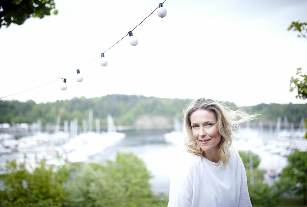 Helene Sandvig (48) er aktuell med NRK-serien «Helene sjekker inn», hvor hun flytter inn på seks ulike institusjoner for å finne ut mer om hvordan det er å bo og jobbe der. Foto: Geir Dokken