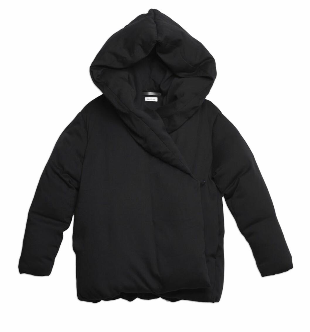 <strong>Jakke fra Toteme | kr 4400 | http:</strong>//www.toteme-nyc.com/shop/main/slogen-jacket?color=black