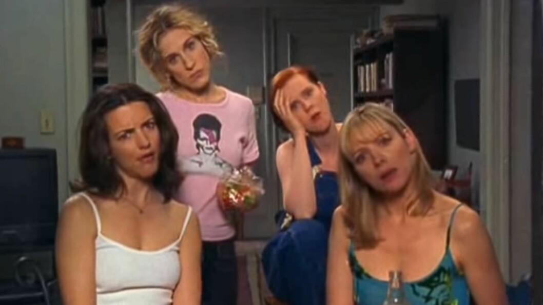 <strong>SEX OG SINGELLIV:</strong> Disse damene blir vi aldri lei! Her er Carrie, Charlotte, Miranda og Samantha vitne til naboenes hyrdestund. Foto: Skjermdump / YouTube