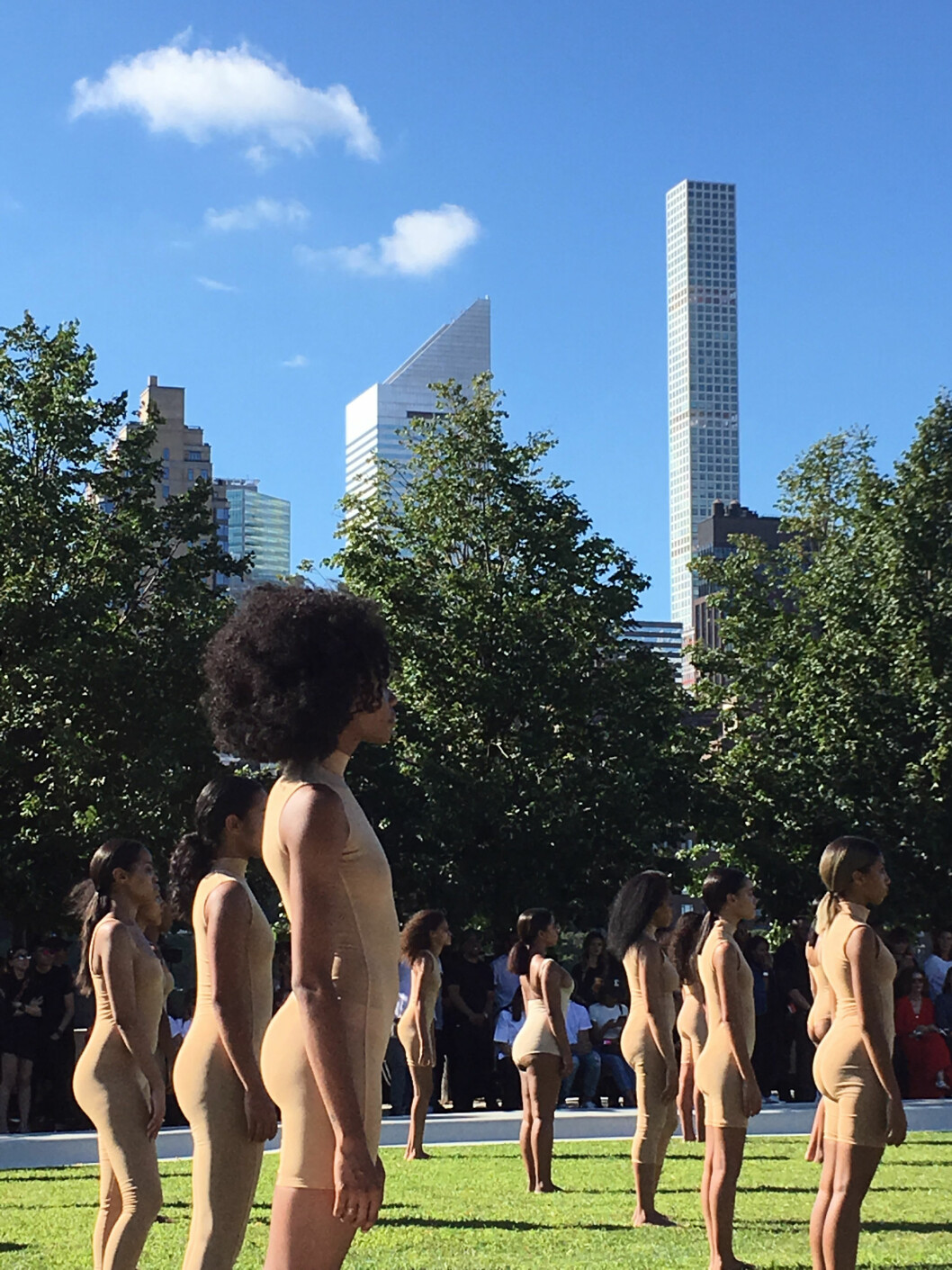 Models wear the Yeezy Season 4 collection by Kanye West during a fashion show, Wednesday, Sept. 7, 2016, at the Franklin D. Roosevelt Four Freedoms Park on Roosevelt Island in New York. The show, set to an eery soundtrack, helped kick off New York Fashion Week. (AP Photo/Leanne Italie) Foto: Ap