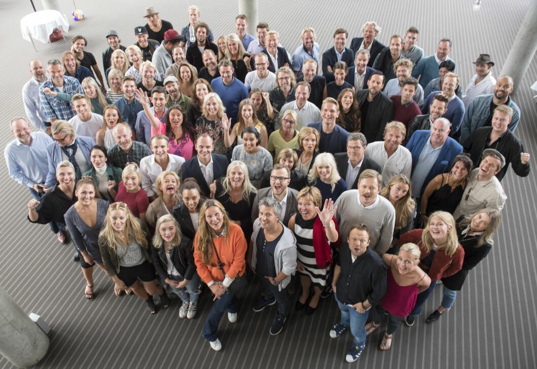 TV 2 HØSTLANSERINGEN: Vi har mye spennende å glede oss til på TV 2 til høsten. Her er alle TV 2-profilene samlet til gruppebilde under TV 2 Høstlanseringen i Bergen i slutten av august. Foto: NTB Scanpix