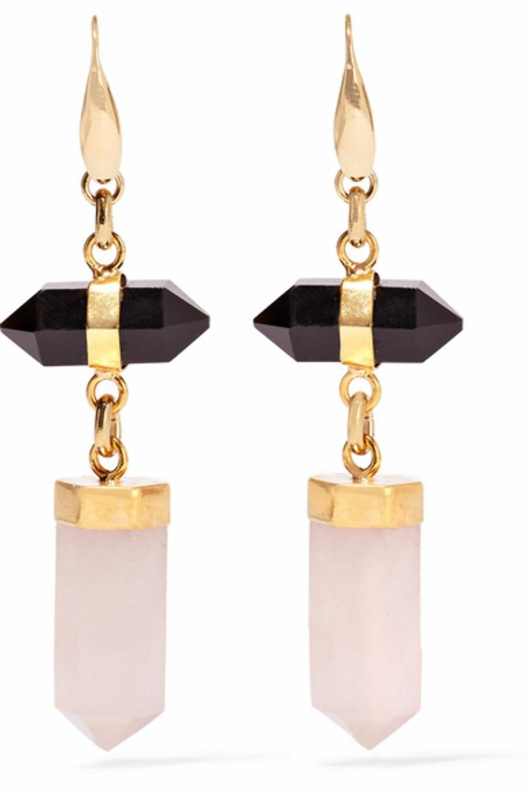 Øredobber fra Isabel Marant via Net-a-porter.com | kr 2553 | https://www.net-a-porter.com/no/en/product/649344/isabel_marant/santa-gold-tone--agate-and-quartz-earrings