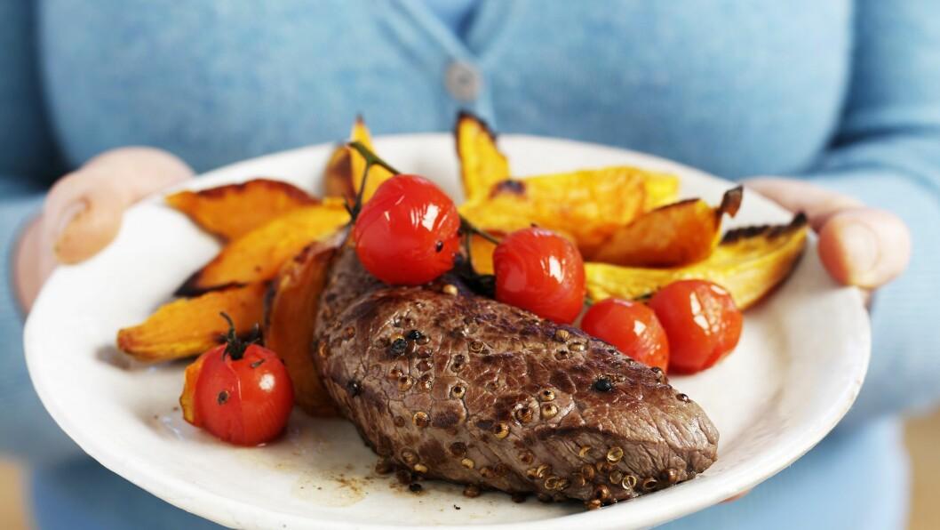 <strong>KJØTT:</strong> For mye rødt og bearbeidet kjøtt er vist å kunne øke risikoen for tarmkreft. Det betyr imidlertid ikke at du bør fjerne det helt fra kostholdet.  Foto: FoodCollection