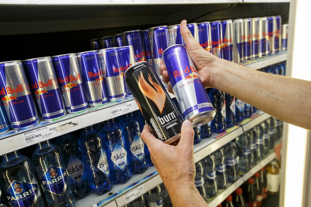 BEGRENS DEG: Det anbefales ikke å drikke mer enn to bokser energidrikk per dag, men noen mennesker kan være ekstra sensitive og bør være mer forsiktig.  Foto: Foto: Heiko Junge / NTB scanpix