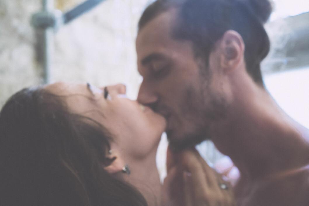 SEX I DUSJEN: For noen er det å sex i vann eller i dusjen noe nytt og spennende. Samtidig kan det gi en litt spesiell følelse, sier sexolog Anders Lindskog til KK.no. Foto: Shutterstock / KIRAYONAK YULIYA