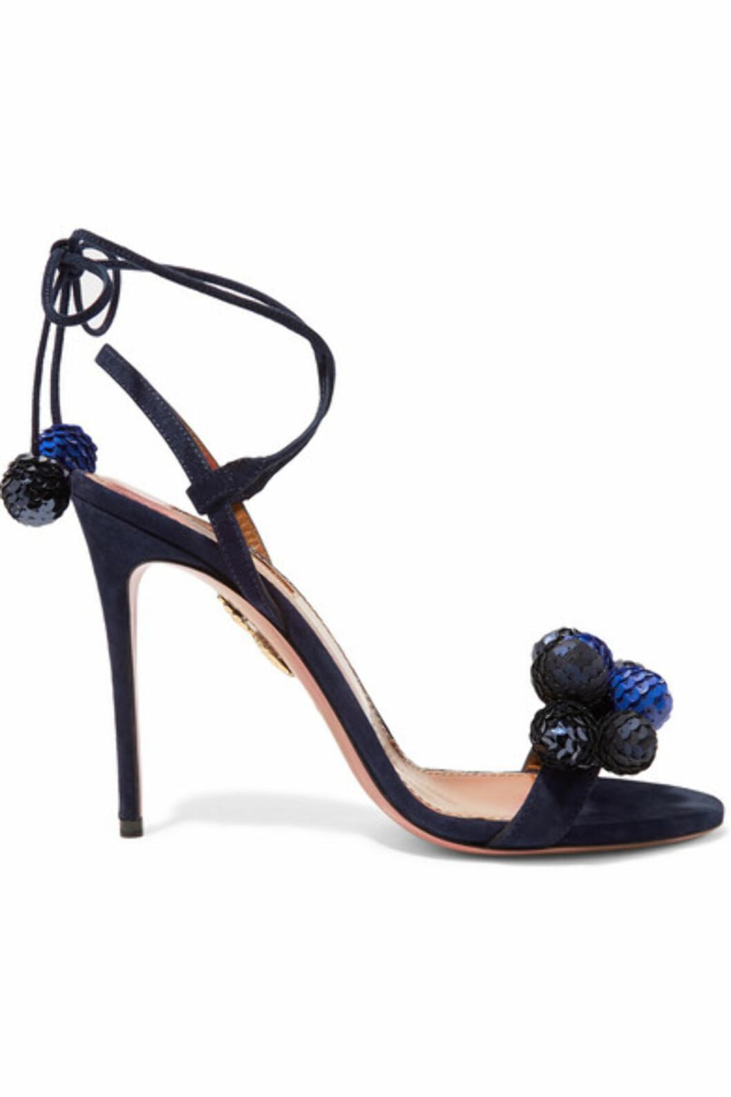 Hæler fra Aquazzura via Net-a-porter.com | kr 7272 | https://www.net-a-porter.com/no/en/product/714830/aquazzura/disco-thing-pompom-embellished-suede-sandals